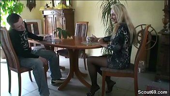 gezwungen frau bi zum sex deutsche Massagem com camera oculta