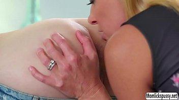 sobrina7 tia seduces 18 yrs old girl fucked very hard