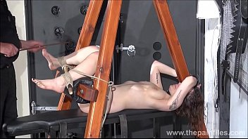 soft slave whipping sexy in Dche me pedais